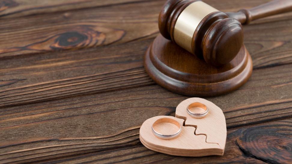 Η Ψυχολόγος Μαρία παπαουτσή γράφει για τα στάδια του διαζυγίου